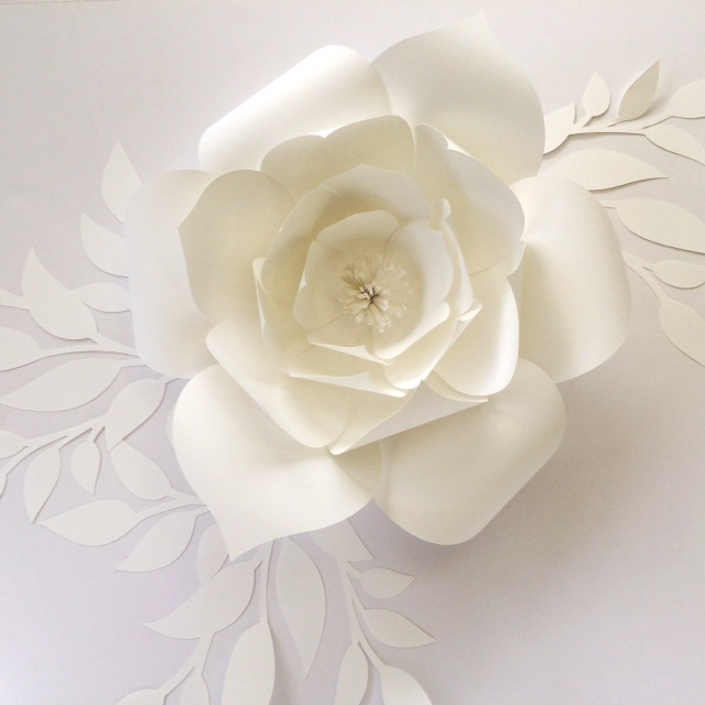 White paper flower templates by PaperFlora, DIY paper flower templates, DIY paper flower backdrops, white wedding flowers, DIY photo backdrop